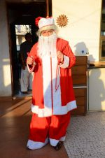 Anup Jalota as Santa with photo shoot of Nilanjana on 22nd Dec 2015 (2)_567a53f075879.JPG