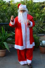 Anup Jalota as Santa with photo shoot of Nilanjana on 22nd Dec 2015 (4)_567a53f231604.JPG
