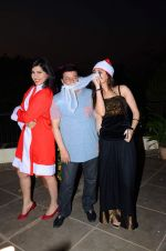 Anup Jalota as Santa with photo shoot of Nilanjana on 22nd Dec 2015 (46)_567a53f881d01.JPG