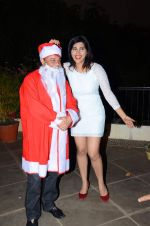 Anup Jalota as Santa with photo shoot of Nilanjana on 22nd Dec 2015 (48)_567a53f9ddea1.JPG