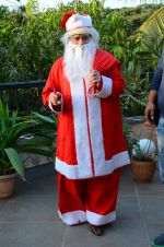 Anup Jalota as Santa with photo shoot of Nilanjana on 22nd Dec 2015 (5)_567a53f2e4eed.JPG