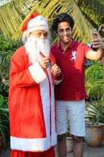 Anup Jalota as Santa with photo shoot of Nilanjana on 22nd Dec 2015 (6)_567a53f398938.JPG