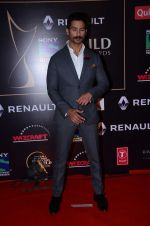 Shahid Kapoor at Producer_s Guild Awards on 22nd Dec 2015 (382)_567a785147aaf.JPG
