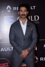 Shahid Kapoor at Producer_s Guild Awards on 22nd Dec 2015 (384)_567a7853021b1.JPG