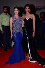 Sunny Leone, Priyanka Chopra at Producer_s Guild Awards on 22nd Dec 2015 (62)_567a78fc9110d.JPG