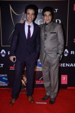 Tusshar Kapoor, Jeetendra at Producer_s Guild Awards on 22nd Dec 2015 (302)_567a74d643bab.JPG
