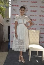 Sonam Kapoor launches Filmfare glamfare issue on 23rd Dec 2015 (5)_567ba5a5480a9.JPG