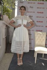 Sonam Kapoor launches Filmfare glamfare issue on 23rd Dec 2015 (6)_567ba5a6166d8.JPG