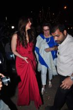 Kareena Kapoor, Babita Visit St. Marry Church For Christmas Eve on 25th Dec 2015 (23)_567cf96aa7a51.JPG