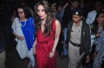 Kareena Kapoor, Babita Visit St. Marry Church For Christmas Eve on 25th Dec 2015 (50)_567cf9b353240.JPG