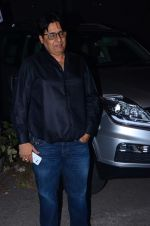 Vashu Bhagnani at Jackky Bhagnani_s bday bash on 24th Dec 2015 (34)_567cfadb0feea.JPG