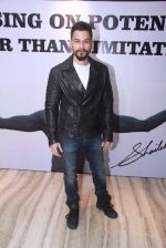 Kunal Khemu at Star Nite on 26th Dec 2015 (16)_567fdc04d8607.JPG