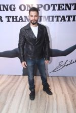 Kunal Khemu at Star Nite on 26th Dec 2015 (17)_567fdc05d579c.JPG