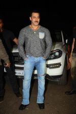 Salman KHan Birthday Bash on 27th Dec 2015 (12)_567fdebb7a13a.JPG