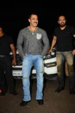 Salman KHan Birthday Bash on 27th Dec 2015 (38)_567fdef722b01.JPG