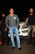 Salman KHan Birthday Bash on 27th Dec 2015 (42)_567fdefe7fec2.JPG