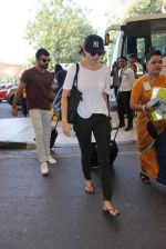 Anushka Sharma, Virat Kohli snapped at Airport on 27th Dec 2015 (72)_5681100703e7e.JPG