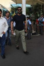 Ajay Devgan snapped at Airport on 28th Dec 2015 (36)_56822ef228d3e.JPG