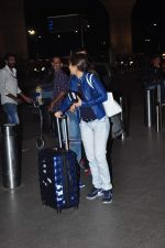 Emraan Hashmi leaves for New Year_s on 28th Dec 2015 (27)_56822f9765941.JPG