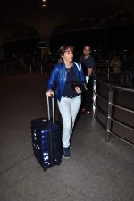 Emraan Hashmi leaves for New Year_s on 28th Dec 2015 (33)_56822f9c6636f.JPG