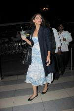 Sonam Kapoor snapped at Airport on 28th Dec 2015 (11)_56822f5f21bb3.JPG
