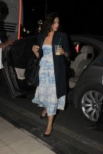 Sonam Kapoor snapped at Airport on 28th Dec 2015 (2)_56822f5893b1e.JPG