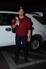 Sooraj Pancholi leaves for New Year_s on 28th Dec 2015 (3)_56822f756d105.JPG