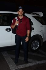 Sooraj Pancholi leaves for New Year_s on 28th Dec 2015 (4)_56822f763f659.JPG