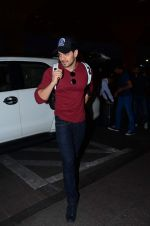 Sooraj Pancholi leaves for New Year_s on 28th Dec 2015 (8)_56822f7999aeb.JPG