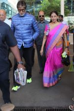 Amitabh Bachchan at domestic ariport on 29th Dec 2015 (6)_56838cc83eaeb.JPG