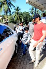 Hrithik Roshan snapped with kids in pvr juhu on 29th Dec 2015 (5)_56838c8666157.JPG