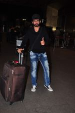 Jay Bhanushali at international airport on 29th Dec 2015 (21)_56838ce4afbba.JPG