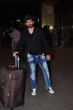 Jay Bhanushali at international airport on 29th Dec 2015 (24)_56838ce87cce3.JPG
