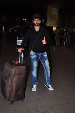 Jay Bhanushali at international airport on 29th Dec 2015 (25)_56838ce9dc09f.JPG