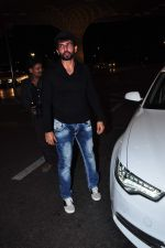 Jay Bhanushali at international airport on 29th Dec 2015 (22)_56838ce5ce892.JPG