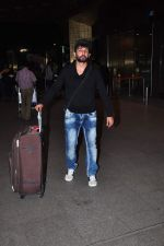 Jay Bhanushali at international airport on 29th Dec 2015 (23)_56838ce734771.JPG