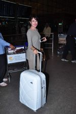 Yuvika Choudhary at international airport on 29th Dec 2015 (11)_56838d1309a4c.JPG