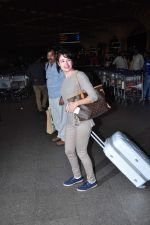 Yuvika Choudhary at international airport on 29th Dec 2015 (10)_56838d125acab.JPG