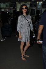 Dia Mirza snapped at airport on 31st Dec 2015 (22)_56869a02ea46b.JPG