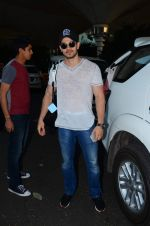 Sooraj Pancholi snapped at airport on 31st Dec 2015 (9)_56869a3666cec.JPG