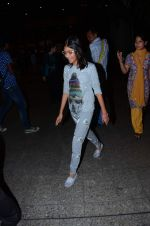 Karisma_a daughter snapped at airport on 1st Jan 2016 (51)_5687b8ddde4a4.JPG