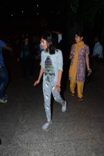 Karisma_a daughter snapped at airport on 1st Jan 2016 (53)_5687b8e026e73.JPG
