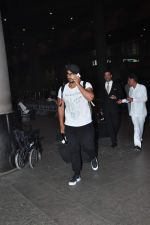 Arjun Kapoor snapped at airport on 2nd Jan 2016(113)_5688fe8632cb1.JPG