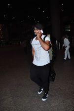 Arjun Kapoor snapped at airport on 2nd Jan 2016(116)_5688fe896c83a.JPG