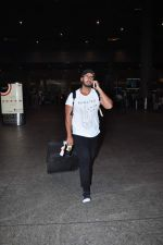 Arjun Kapoor snapped at airport on 2nd Jan 2016(117)_5688fe8b4c9f0.JPG