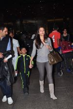 Gayatri Joshi snapped at airport on 2nd Jan 2016(131)_5688fe937b39b.JPG