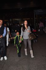 Gayatri Joshi snapped at airport on 2nd Jan 2016(132)_5688fe94b3123.JPG