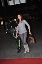 Gayatri Joshi snapped at airport on 2nd Jan 2016(138)_5688fe9b5692c.JPG