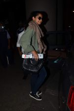 Rhea Kapoor snapped at airport on 2nd Jan 2016 (83)_5688ff2603cea.JPG