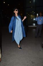 Sonam Kapoor snapped at airport on 2nd Jan 2016